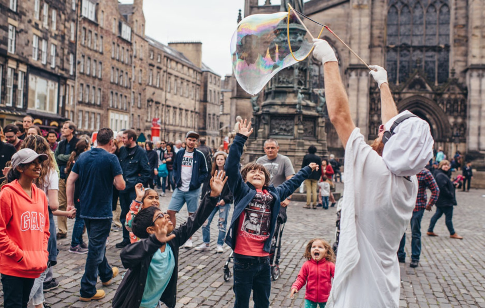 festival-fringe-edinburgh-2019-work-on-interacting-with-local-people